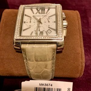 Worn in good condition Womens Michael Kors watch